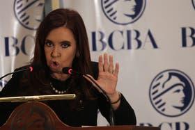 Cristina Kirchner, el jueves último en la Bolsa de Comercio, en el anuncio del pago del Boden 2012; el próximo año hay menos vencimientos