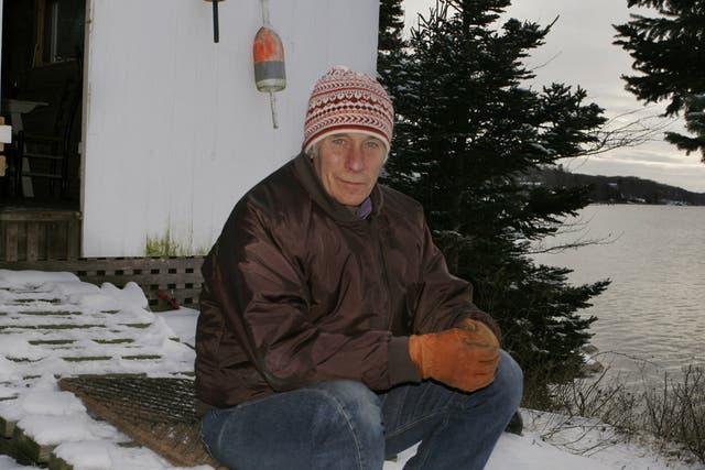 El autor, en su refugio junto a la bahía Linekin, en Maine