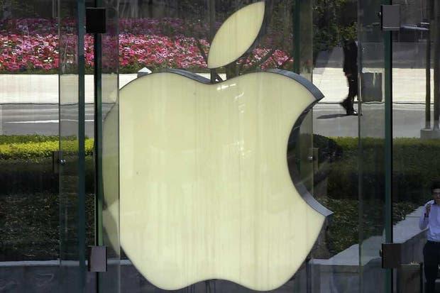 El logo de Apple en una de sus tiendas oficiales en Shangai, China. La compañía lanzaría un televisor de diseño propio, que vendría en 50, 55 y 60 pulgadas