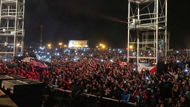 El joven de 26 años se descompensó en el recital, realizado en Plaza Añoranzas, Santiago del Estero