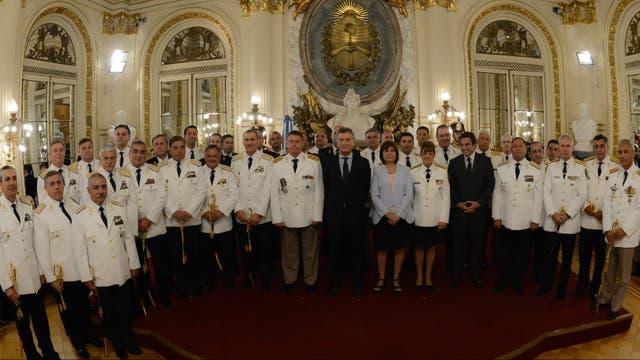 Mauricio Macri entregó sables a oficiales de las fuerzas de seguridad recién ascendidos