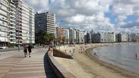 La típica rambla de Montevideo