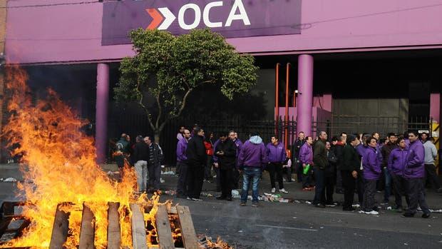 OCA está a un paso del concurso de acreedores luego de que su presidente logró volver a ingresar en la empresa avalado por una orden judicial y en compañía de cientos de gendarmes