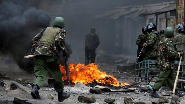 La Comisión Nacional de Derechos Humanos de Kenia exhortó a los funcionarios de alto rango a que ordenen a la policía que deje de usar munición real contra civiles