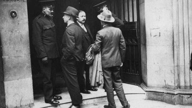 Después de la redada de Arcos, en Londres, los soviéticos llegaron a la conclusión de que necesitaban un mejor sistema de comunicación entre sus espías