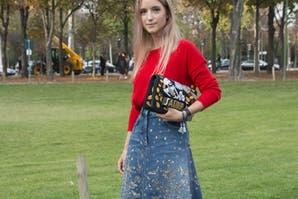 Moda noventosa: vuelve la pollera de jean