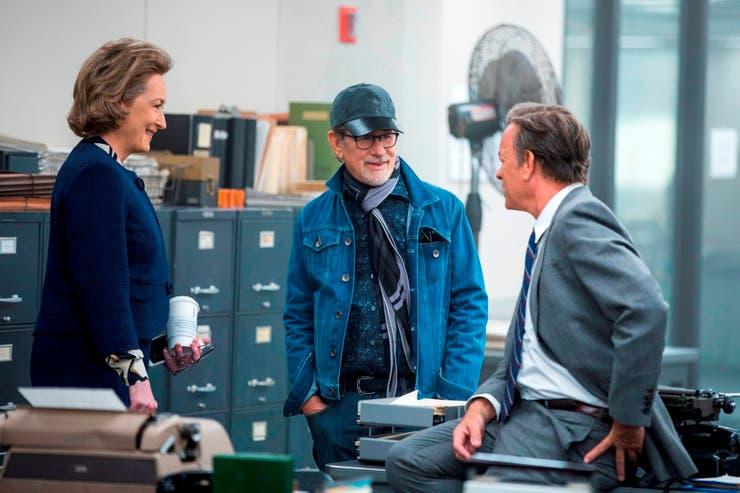"""Meryl Streep, Steven Spielberg y Tom Hanks en el set de filmación de """"TThe Post: Los oscuros secretos del Pentágono"""""""