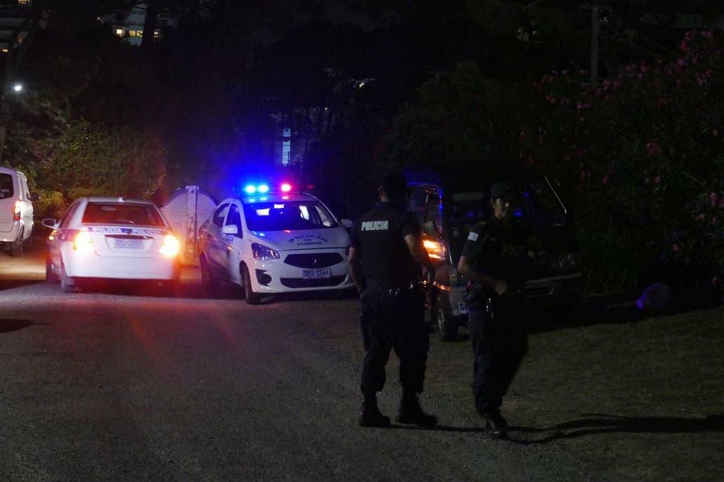 Momento en que mexicanos armados asaltan joyería en hotel