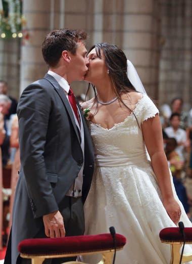 El primer beso como marido y mujer de Louis y Marie.