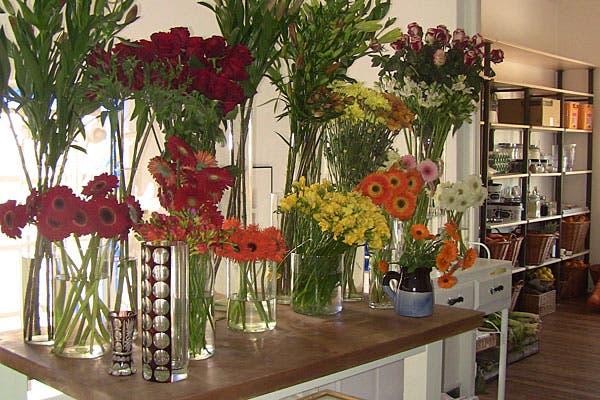 En el primer piso, flores a la venta. Foto: Cecilia Wall