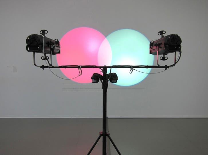 La instalación de la artista argentina Amalia Pica Diagramas de Venn se cuenta entre las obras donadas al MoMA por Patricia Phelps de Cisneros