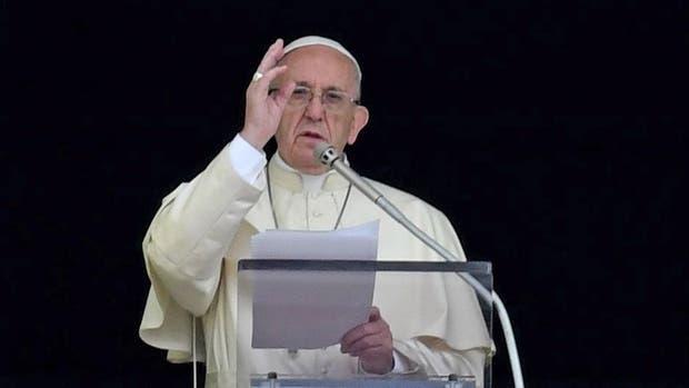 """El Papa condenó la """"locura homicida que abusa del nombre de Dios para diseminar muerte"""""""