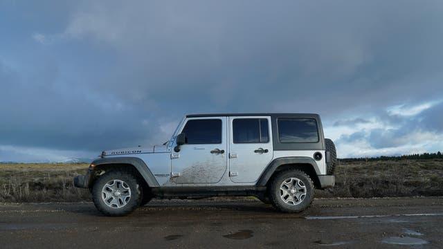 Cómodos en su hábitat: desde la icónica parrilla de siete ranuras hasta su potente presencia, los Jeep son vehículos preparados para explorar caminos.