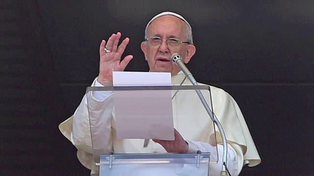 """""""Hay que ampliar las posibilidades para que los refugiados puedan entrar de modo seguro"""", dijo el Papa"""