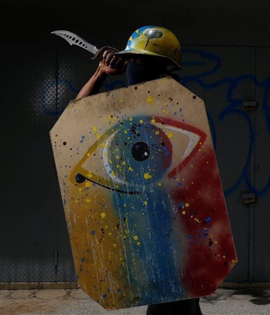 Algunos de los escudos en las protestas en Caracas