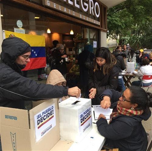 Buenos Aires: hubo varias cuadras de cola en los distintos puntos en que se podía votar en la capital argentina