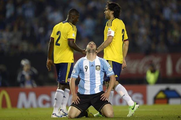 Higuaín erró un gol clarísimo y luego se fue expulsado