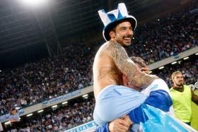 El festejo de Lavezzi tras la clasificación de Napoli