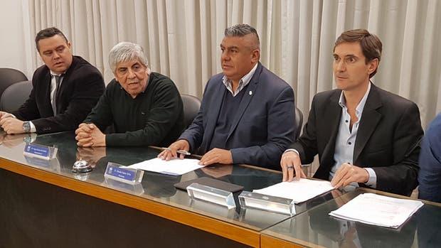 La AFA y la Superliga, dos de las partes para el acuerdo por el libre deuda