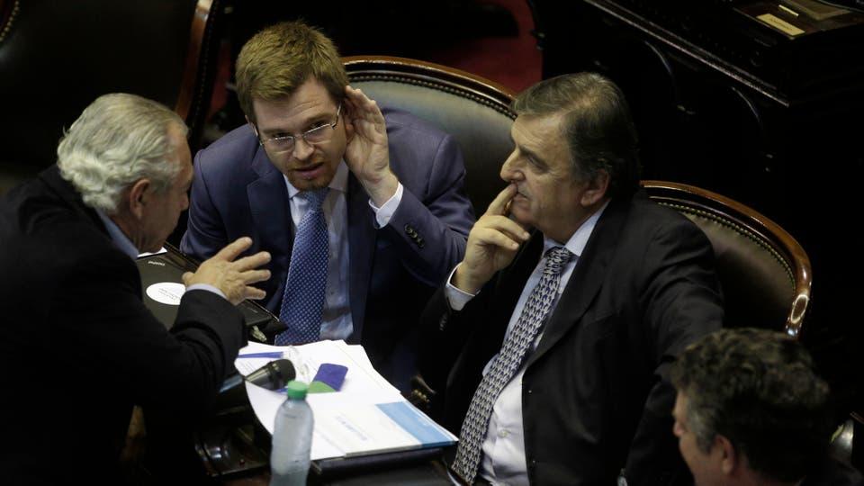 El diputado nacional Nicolás Massot (Pro) y el diputado nacional Mario Negri (UCR). Foto: Hernán Zenteno