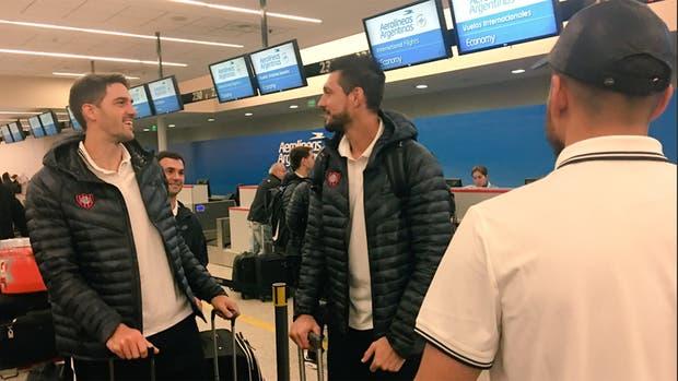 El plantel de San Lorenzo partió hacia España