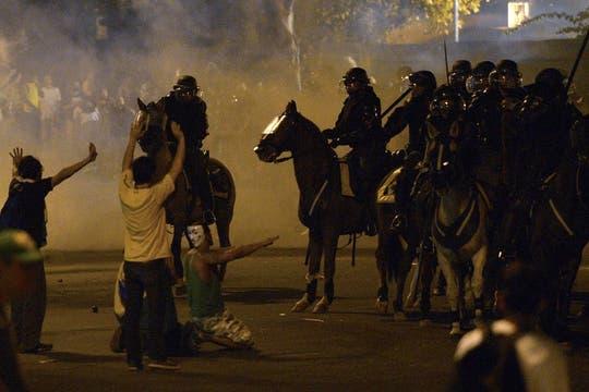 Fuerzas de seguridad se enfrentaron a los manifestantes durante la protesta en Río de Janeiro. Foto: AFP