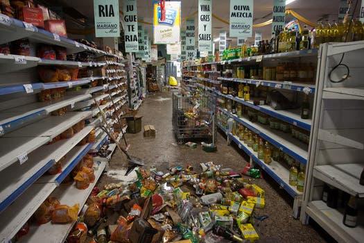Varios supermercados fueron saqueados y destrozados. Foto: LA NACION / Diego Lima