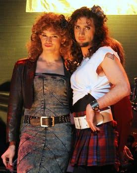 """Willy (Juan Gil Navarro) y Pablo (Luciano Cáceres) como """"mariposones"""". Foto: Prensa Telefé"""