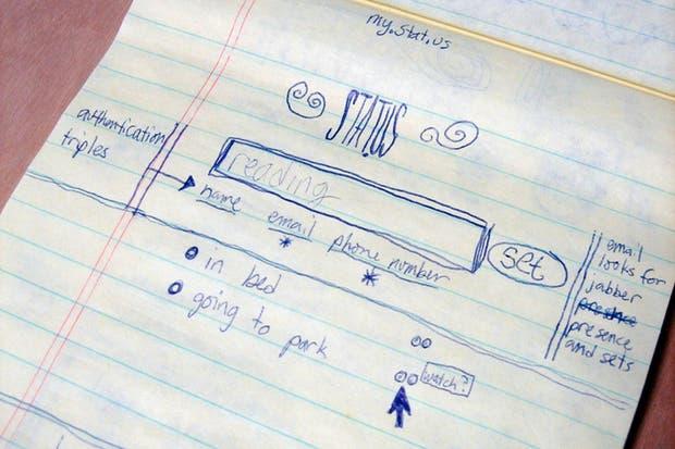 El boceto en papel del primer diseño de Twitter, reflejado en el video oficial de la compañía que celebra los siete años