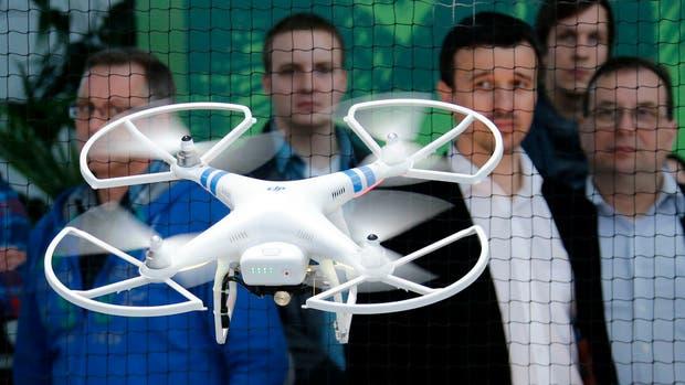 De acuerdo a la reglamentación provisoria de la ANAC, todos los drones deberán estar registrados, aunque los requisitos varían según su forma de uso