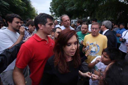 La Presidenta llegó en helicóptero y visitó las zonas afectadas. Foto: LA NACION / Ezequiel Muñoz