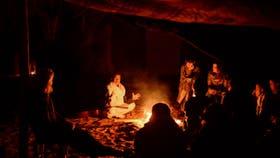 Campamento, fogata e historias, en la noche del desierto
