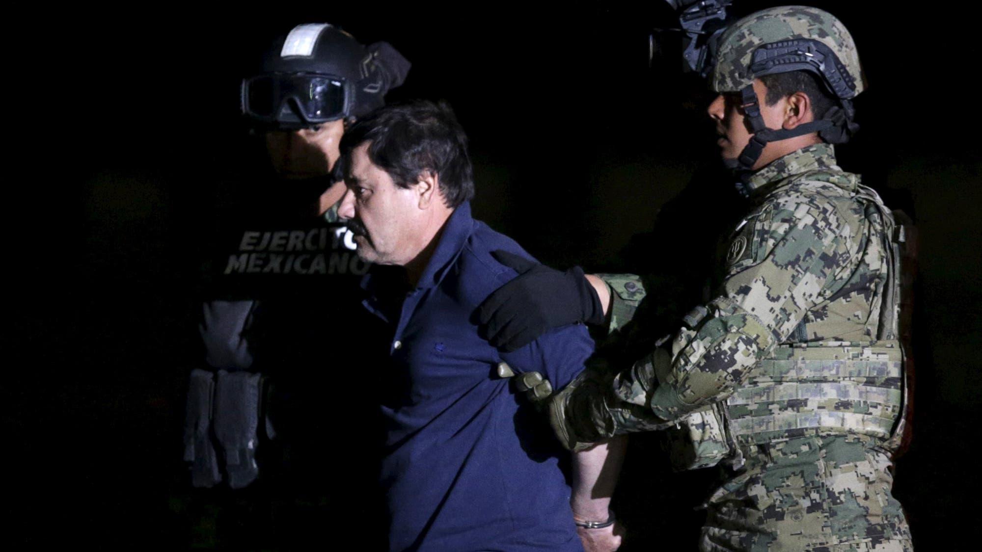 """La esposa de """"El Chapo """" se animó a hablar y contó que no lo dejan solo """"ni para ir al baño """""""