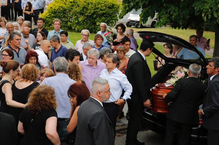 Enrique Sacco, pareja de Pérez Volpin, rodeado de amigos y familiares
