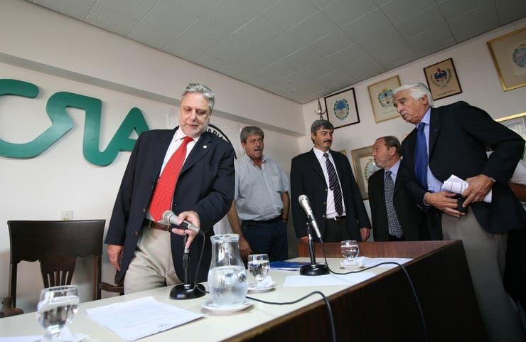 En la sede de CRA, en ese momento Mario Llambías, Fernando Gioino (Coninagro), Luciano Miguens (SRA) y Eduardo Buzzi (Federación Agraria), convocaron a una conferencia de prensa el 12 de marzo de 2008, luego del anuncio del aumento de las retenciones a la soja