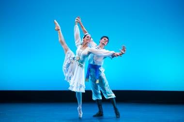 Amanda Gomes y Oleg Ivenko en Shurale; la pareja cerró el espectáculo con el clásico Don Quijote