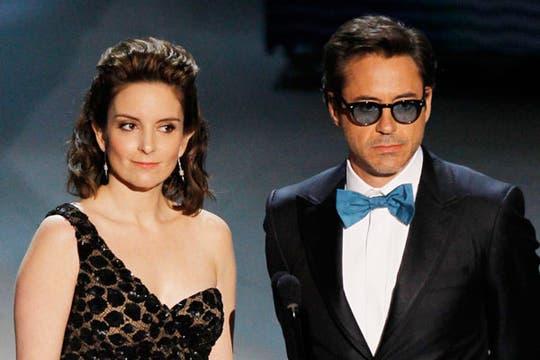 Tina Fey y Robert Downey Jr., presentadores de la categoría Mejor guión original.. Foto: Reuters