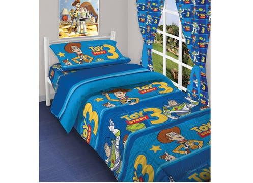 La firma Piñata ofrece sábanas, acolchados, almohadones, toallones y cortinas con los mejores diseños del vaquero Woody y el astronauta Buzz Lightyear de Toy Story 3 (sábanas $99,90 y frazadas $89. Foto: lanacion.com