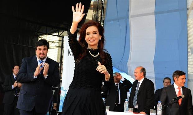 Escoltada por el gobernador de Misiones, Maurice Closs, la presidenta Cristina Kirchner lanzó en Posadas duras advertencias a Londres