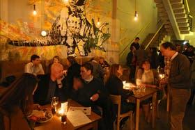 """En el bar Maxim, en Palermo, en el encuentro mensual de InterNations, que reúne a """"ciudadanos del mundo"""""""