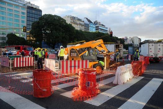 Se calcula que hoy van a estar trabajando todo el día, hay caos de tránsito en la zona. Foto: DyN