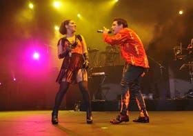 Juliana Gattas y Ale Sergi, la dupla que participó de La voz argentina, en escena