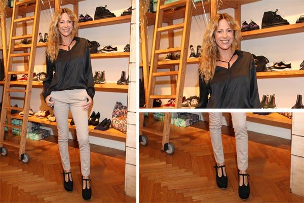 Claudiá Fontán, siempre sonriente, optó por un conjunto más clásico: pantalones beige combinados con camisa y zapatos negros. Foto: Mass PR