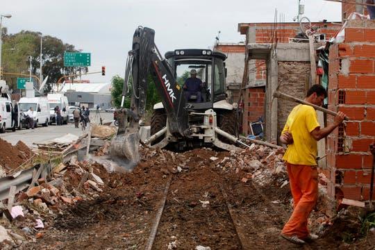Las vías lentamente vuelven a aparecer. Foto: LA NACION / Maxie Amena