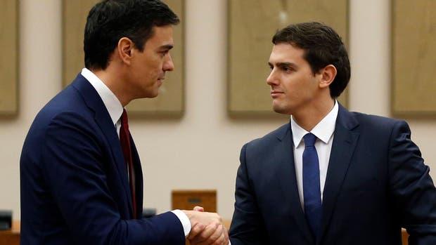 El líder del PSOE, Pedro Sánchez, y el líder de Ciudadanos, Albert Rivera