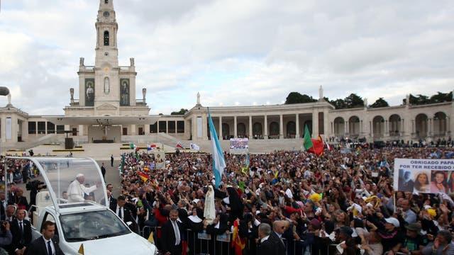 El Papa canonizó a los pastorcitos de Fátima, los primeros santos niños