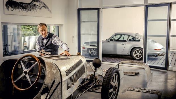 Achim Anscheidt en su Loft Car, trabajando sobre el Bugatti Type 35