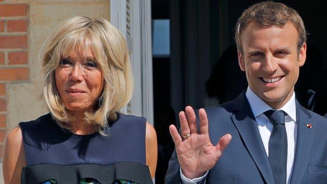 El presidente de Francia, Emmanuel Macron, junto a su mujer Brigitte