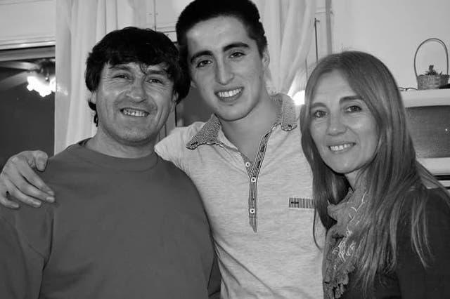 Rodrigo junto a sus padres, Celia y Fernando