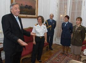 Kirchner recibió a las próximas edecanes Fenocchio (Armada), Carrascosa (Fuerza Aérea) y Panza (Ejército)